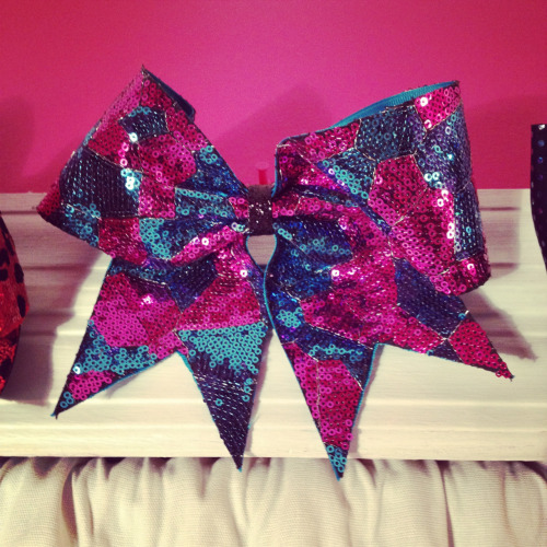 cheerdeuces:  One of my cheer bows!