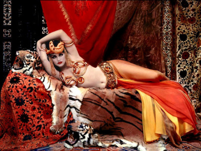 Marilyn Monroe as Theda Bara as Cleopatra