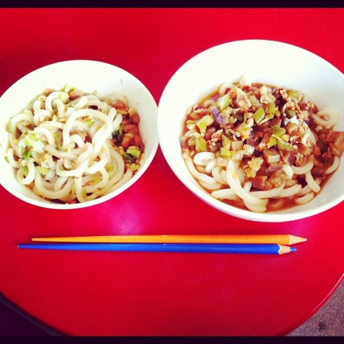 Left:refreshing #udon with #natto 2kinds of ginger and Japanese ginger in this to give it to a fresh flavor. Right: hot udon with #pork, chopped #eggplants and #green pepper. I'm stuffed! (Instagramで撮影)