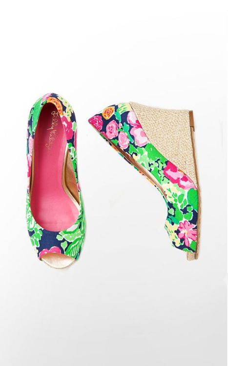 (via Lilly Pulitzer - Resort Chic Wedge Printed)