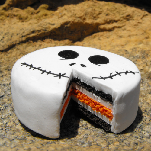 disneycakes:  Commissioned Jack Skellington cake (by dlsarmywife)