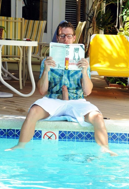bjackman51:  he's reading — what is everyone else looking at??!