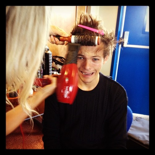 @Harry_Styles Hair cut time..