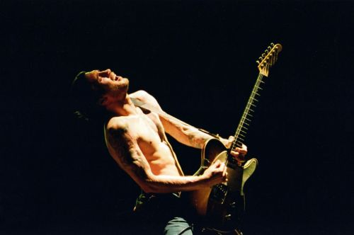 jfrusciantesite:  John Frusciante by Fabian Resakka. Buenos Aires, Argentina, January 2001