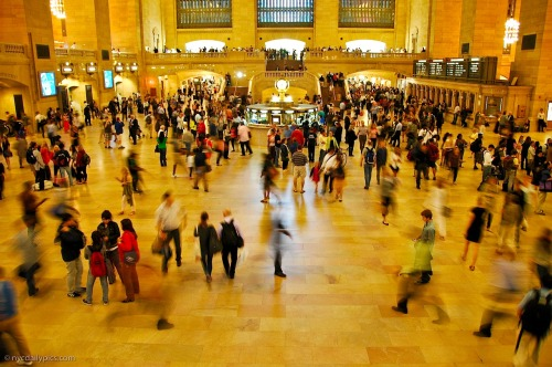 nydaily:  Friday afternoon at Grand Central Terminal.  the true new yorker knows this is definitely not GCT on a summer Friday. Good luck having floor space.