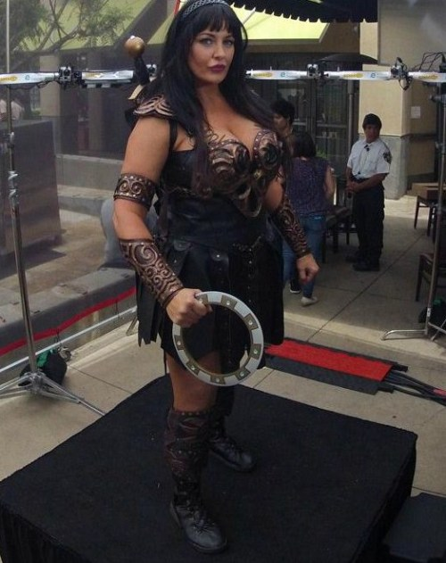 I can't get over this Xena cosplayer! Check out the 360 cam version I ripped this off from.