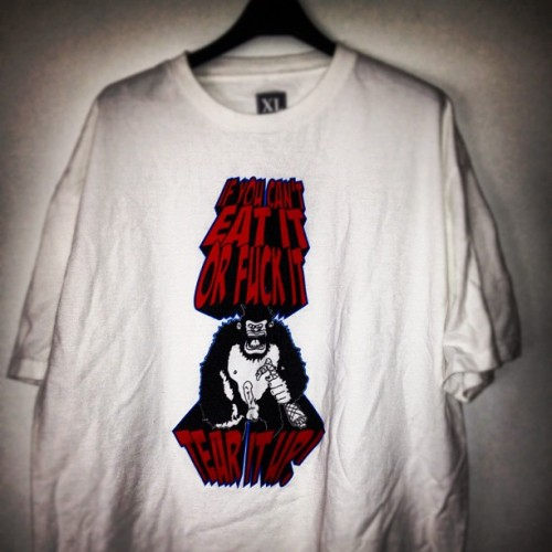 IF YOU CANT EAT IT OR FUCK IT, TEAR IT UP! © IRAK 2006 #Tshirt #Gorilla  (Taken with Instagram)