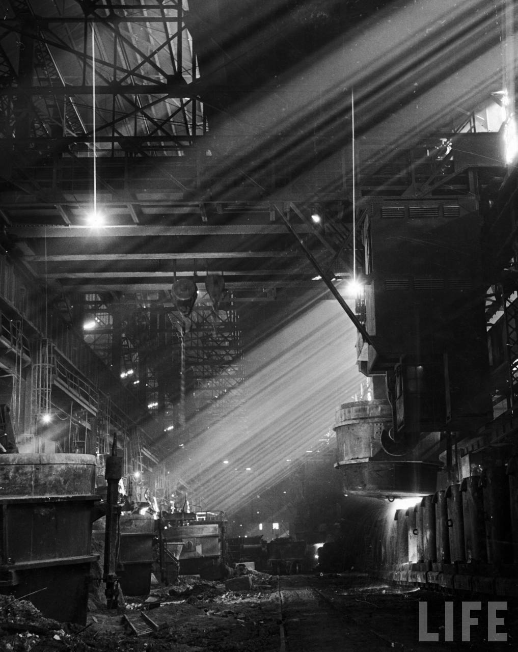 Carnegie Illinois steel plant. Pittsburgh, 1944. By Andreas Feininger