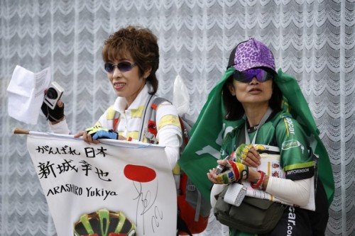 Fans, supporting Japan's Yukiya Arashiro, are pictured during the 53,5 km individual time-trial and nineteenth stage of the 2012 Tour de France cycling race starting in Bonneval and finishing in Chartres, center France, on July 21, 2012. (via Photo from Getty Images)