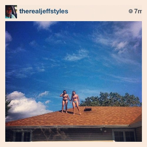 Jumping into pools from rooftops with @suly_lopez ! # yolo #summer #fun #pool #daredevils #fuckedupmyknee ☀🏊👯 #instagood #weaintnevascared (Taken with Instagram at vanessas crib )