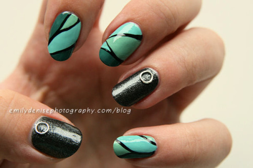 Hypnotic Teal Nails, read more -