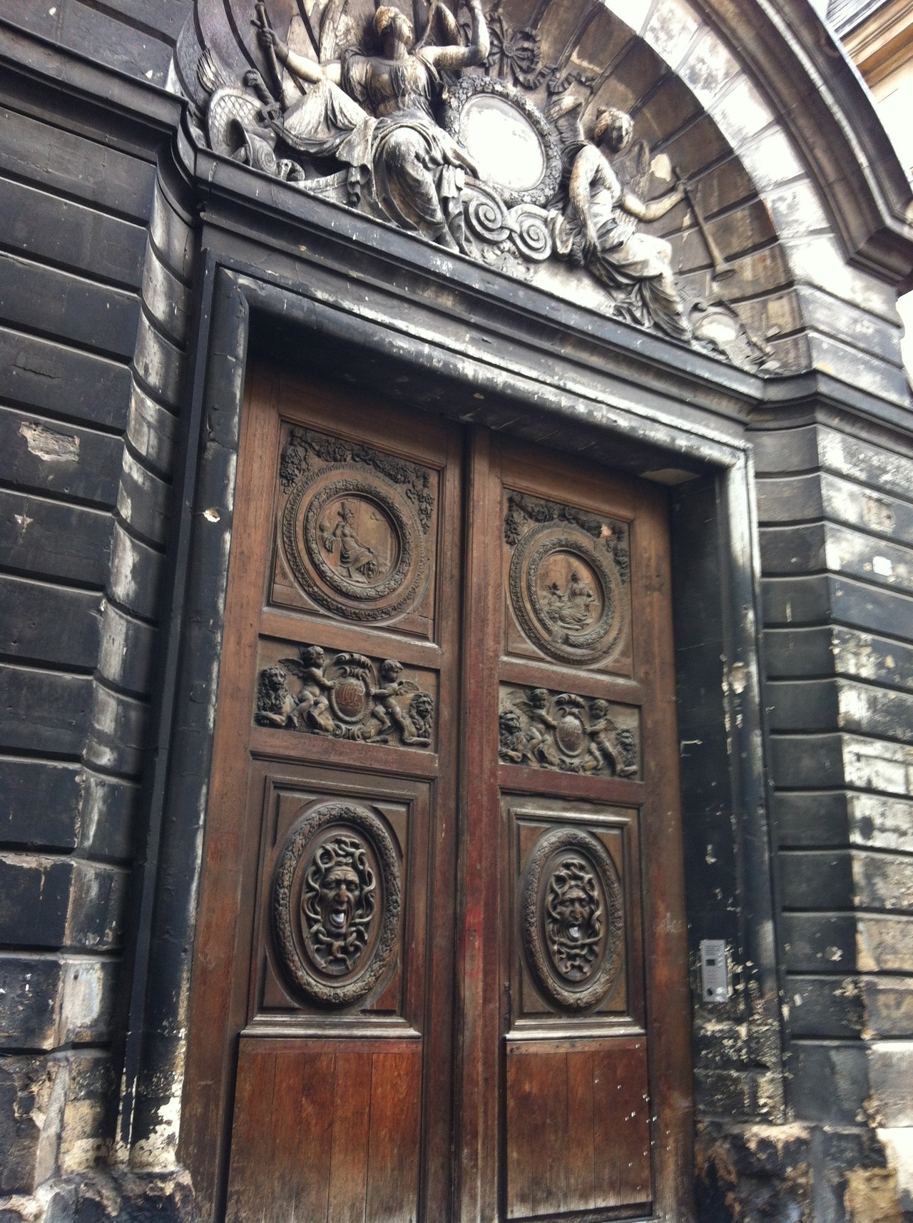 elevenpixels:  One of very many beautiful gates in Paris.