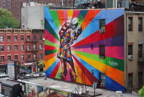laughingsquid:  Stunning Mural by Eduardo Kobra of V-J Day in Times Square Photo