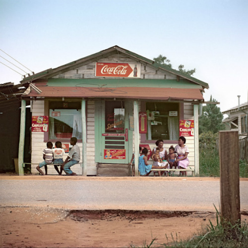 digitaljockey:  GORDON PARKS' COLOR PHOTOGRAPHS OF SEGREGATION July 18th, 2012 by Amir