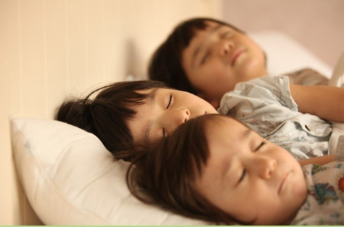 "mason: sleep well (good~ acting (y)) :) mavin: ng.. (mumble) maden: trying to sleep ""i must close my eyes!"" kekeke~"