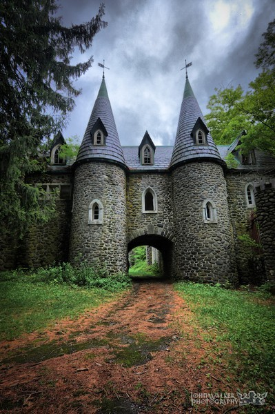 Ravenloft Castle, Upstate New York. photo via leigh