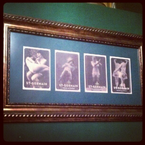Flappers adorning the toilet #flapper #baroquecocktailbar #granadanights #granada  (Tomada con Instagram)