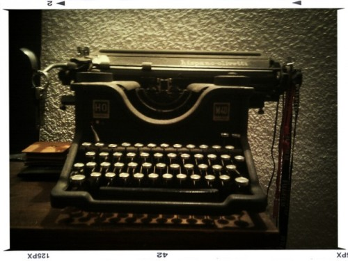 typewriter in Barcelona by Guillermo Pérez on EyeEm