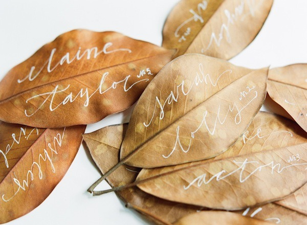 » Autumn leaves written on as escort cards