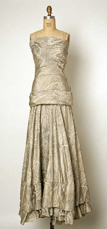 Dress Cristobal Balenciaga, 1937 The Metropolitan Museum of Art