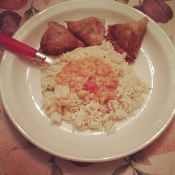 queeniman:  Rice with 3adas and samboosa.  (Taken with Instagram)
