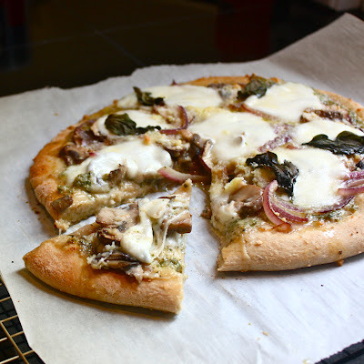 healthfreakfood:  Mushrooms, onions, and peppery pesto Pizza