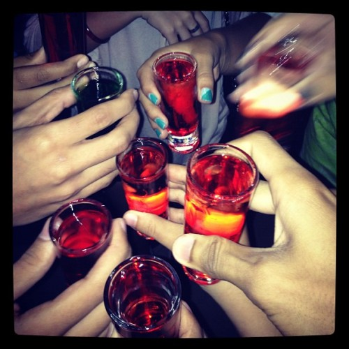 Shots fornthe friking weekend… With the homies #shots #alcohol #drinks #summer #friends #iphone  (Taken with Instagram)