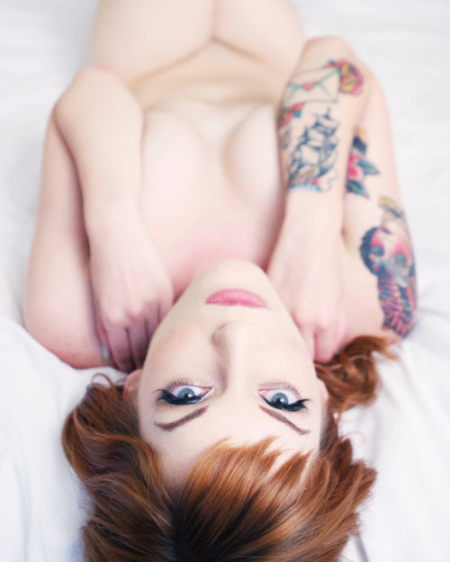 Insuh Yoon is amazing. I always love her work. keep-it-kinky:  Erika in bed by insuh