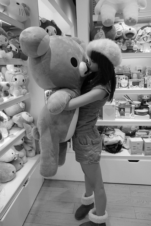 I want one of these giant teddy bears! >_<