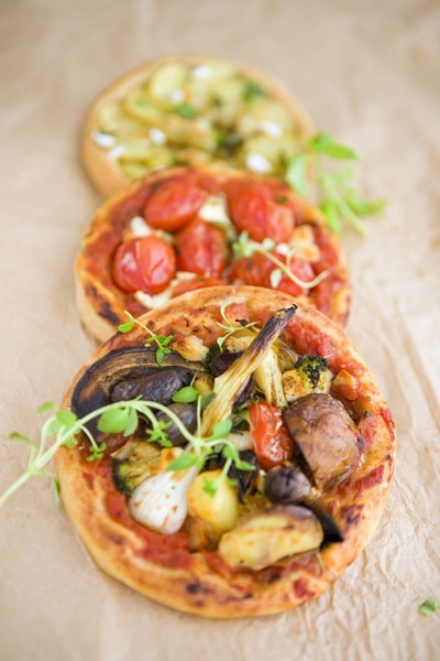 Vegetarian mini summer pizzas