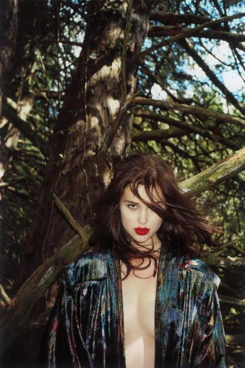 gasstation:  Anais Pouliot - Zoo Magazine #32 by Great Ilieva, Fall 2011