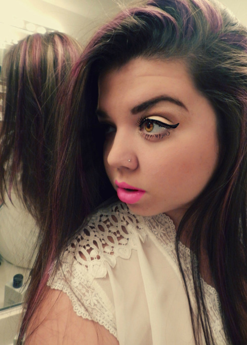 niccidee:  nkol22:  New Picture! ;)  Hair. Make up. lips. eyebrows. :O