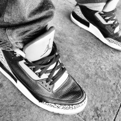 Jordan 3s Black/Cement #love #instagood #iphonesia #photooftheday #instamood #igers #me #cute #iphoneonly #instagramhub #picoftheday #girl #jj #instadaily #bestoftheday #fashion #swag #follow #art #yolo #photo #webstagram #jordan #nike #23 #sneakerhead #sneaker #nba #black (Wurde mit Instagram aufgenommen)