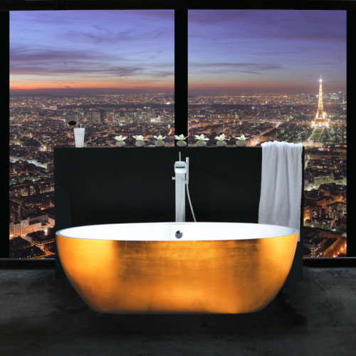 Another dream bathroom with a view on city lights