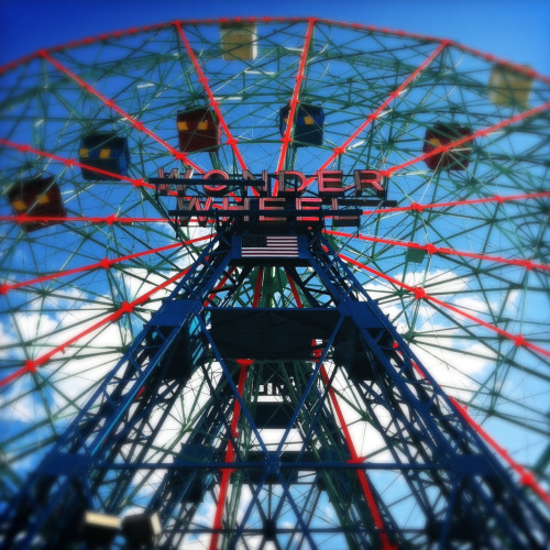 Wonder Wheel instagram/twitter: @shelserkin