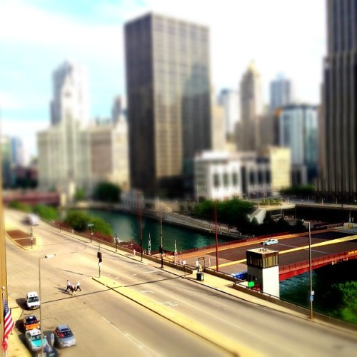 Morning tiltshifted #iphone #miniaturecam #chicago #tiltshift (Taken with Instagram)