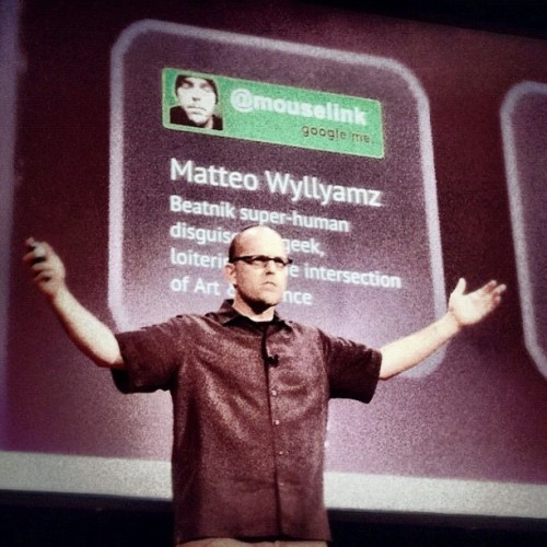 #Selfie of me #speaking at #140conf12, posted by @140conf (with my edits). Please also see #mouselinkme