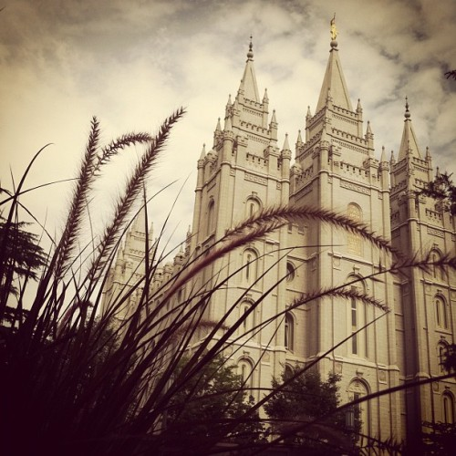 perfect start to a sunday ❤ #atease #lds #mormon #temple #latterdaysaint #allmormon  (Taken with Instagram at Salt Lake LDS Temple)