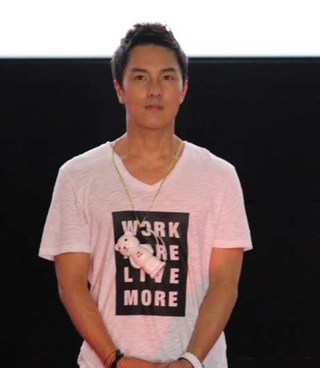 jul-ssi:  120721 - Dongwan at the 'Yeongasi' stage greeting event in Jukjeon  I'm in love with his hairstyle!