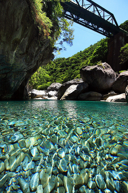 visitheworld:  Clear waters of Taroko River, Taiwan (by nodie26).