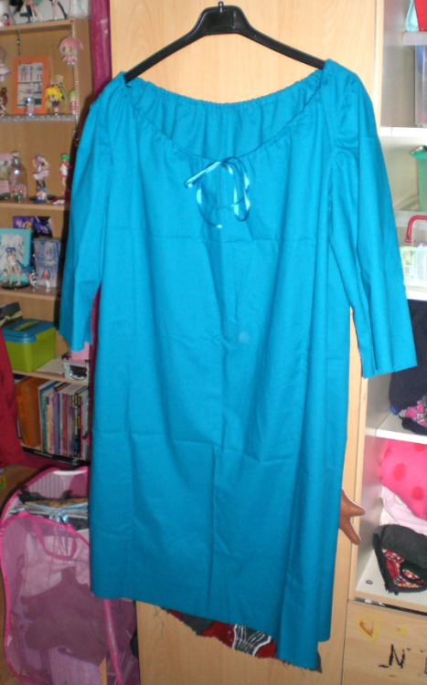 Here is the beginning of lyra's dress, just a little more time and it will be done in no time 8D what to do: yellow hearts, and the pink sleeves and the part under the dress. more previews will be add soon <3   (2012)