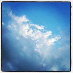 Do you believe in #heaven? / #sky #blue #clouds #sunshine #rain #beautiful #beauty  #instagram. #igers  (Tomada con Instagram)