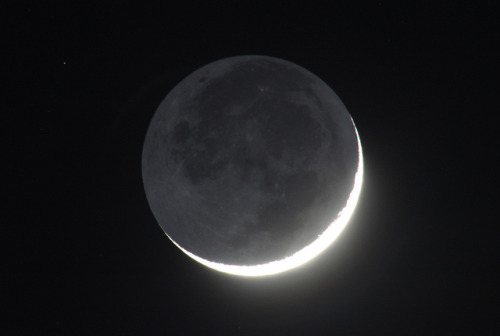 Earthshine - July 21 by Joseph Brimacombe on Flickr.