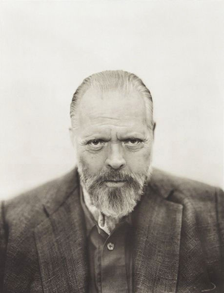 I've never seen this image before. I love this portrait of Welles. entregulistanybostan:  Orson Welles by Michael O'Neill