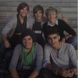 Happy anniversary one direction! Love you, one a directioner always a directioner! ❤ #onedirection #onedirectioninfection #love #hot #boys #liampayne #louistomlinson #niallhoran #harrystyles #zaynmalik #myman #nialler #leyuum #boobear #djmalik #hazza #directioner #prouddorectioner #love #1d #1dfamily #2yearsanniversary  (Taken with Instagram)