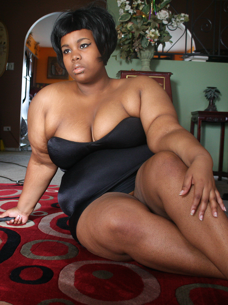 fuckyeahchubbygirls:  Essence, 18. Fat. Queer. Happy.