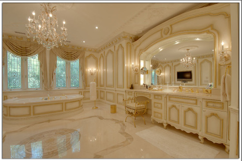 Luxurious master ensuite. Follow us on Facebook!  CLICK HEREVisit Pricey Pads