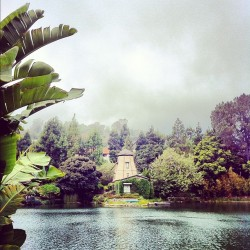 johnfallsdown:  The Lakeside Shrine. #meditation #lake #losangeles #sunday (Taken with Instagram)
