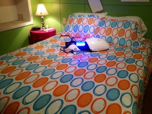 whatthechell:  Finally put my duvet cover on my bed :D  Oh man I'm jealous