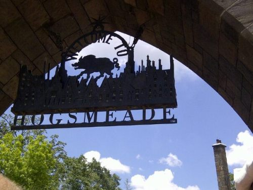 I wish Potter was real, why couldn't Hogsmeade be real?????